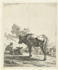 Herder met een os en kalf bij een dorp