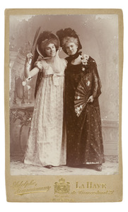 Portret van Anna Elisabeth van der Wyck (1872-1942) en Adolphine Wanerdina Anna van der Wyck (1875-1932)