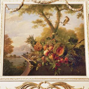 Vruchtenstilleven tegen landschappelijke achtergrond