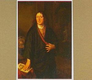 Portret van een man met een opengeslagen boek