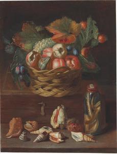 Stilleven met fruit in een mand, een slang op sterk water, schelpen en een kastanje op een richel
