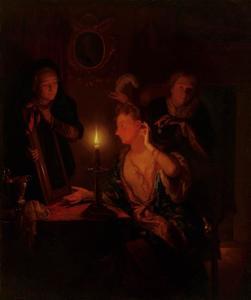 Jonge vrouw voor de spiegel bij kaarslicht