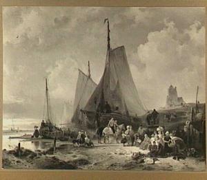 Visserschepen op het strand met vissers en vrouwen die de vis sorteren
