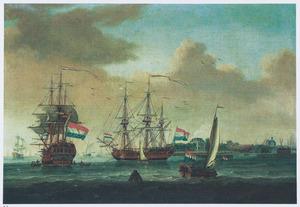 De Oostindiëvaarder 't Huys te Spyk' en andere schepen op het IJ voor Amsterdam, rechts de Oosterkerk