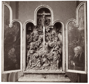 Stichter, in de achtergrond de kruisdraging (?) (links), de kruisiging (midden), stichtster, in de achtergrond de opstanding (rechts)