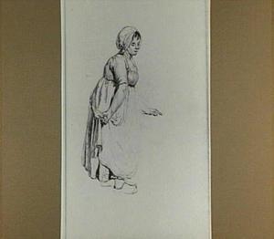 Staande vrouw met muts en schort; gezien van opzij