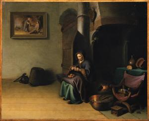 Oude vrouw die appels schilt in een interieur