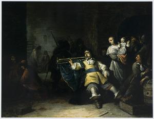 Wachtlokaal met een zittende trompettist naast een vrouw met een kind op de arm