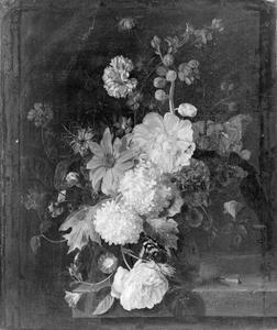 Stilleven van een boeket bloemen in een glazen vaas