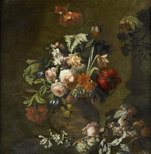 Bloemen in een terracotta vaas, met fruit en een papegaai