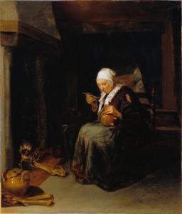 Oude vrouw die pap eet