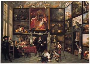 Interieur met figuren bij een schilderijenverzameling