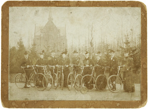 Portret van Karel Johan Hendrik Royaards (1866-1912) en acht andere personen