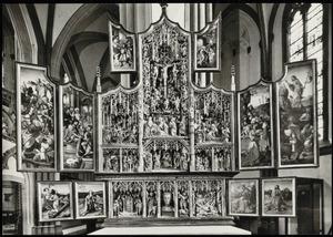 De gevangenneming van Christus, de bespotting van Christus (binnenzijde linkerluik); Ecce Homo (binnenzijde linker bovenluik); De geboorte, de besnijdenis, de Boom van Jesse, de aanbidding der Wijzen, de presentatie in de tempel, de kruisdraging, de kruisiging, de bewening (middendeel); Christus in Limbo (binnenzijde rechter bovenluik); De graflegging, de opstanding (binnenzijde rechterluik); De voorspraak van Christus en Maria (binnenzijde linker predellaluik); Het martelaarschap van de H. Erasmus, de aartsengel Michaël (?), reliekbuste, de H. Joris, het martelaarschap van Mauritius en het Thebaanse Legioen (predella); De H. Petrus met stichter Wessel Hotmann (binnenzijde rechter predellaluik)