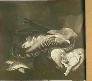 Stilleven met vissen in mand, moten vis, een houten kuip en een (enter) haak
