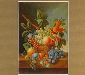Stilleven van vruchten in een rieten mand