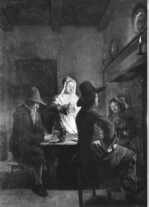 Interieur met drie mannen en een dienstmeid voor een haardvuur