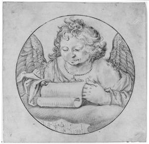 Engel met schriftrol; daaronder De aanbidding van Christus