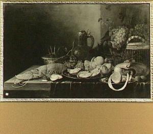 Stilleven met kreeft, mand met vruchten, kruik en oesters