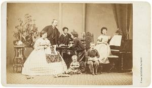 Portret van een onbekend gezin