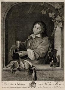 Jager met wijnglas in een venster