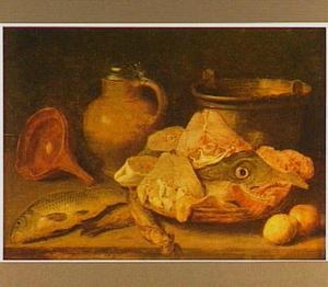 Visstilleven met een kruik en een ketel