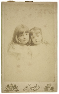 Portret van Dieuwke en Coba Beucker Andreae