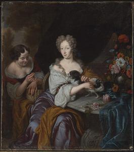 Portret van een vrouw met dienstmeid en schoothondje