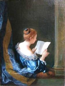 Lezende jonge vrouw in een venster