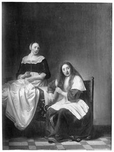 Interieur met een jonge vrouw die haar haren kamt en een dienstmeid