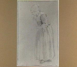 Staande vrouw met muts, naar links