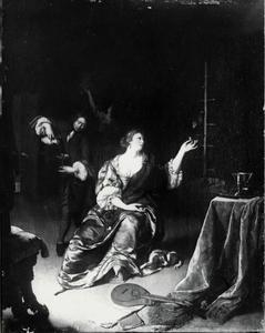 Vrouw met papegaai in een interieur