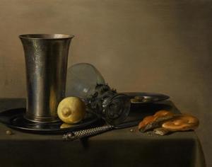 Stilleven met roemer, zilveren beker, olijven, brood en citroen