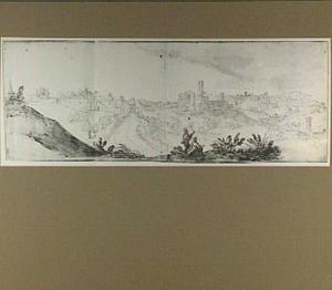 Perugia, gezien vanuit het oosten; geheel links de S. Pietro, links van het midden de Porta S. Pietro en rechts de S. Domenico