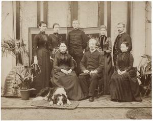 Familieportret van Frederik Harman van de Poll (1823-1909) en zijn gezin