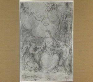 Maria met kind, door engelen omgeven