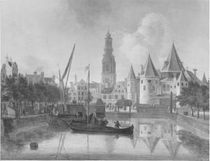 Gezicht vanaf de Geldersekade naar de Nieuwmarkt met de Waag; in het verschiet de toren van de Zuiderkerk