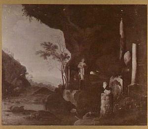 Grotinterieur met antieke beelden