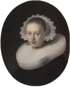 Portret van een jonge vrouw met plooikraag en boogjesmuts