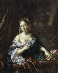 Portret van een vrouw bij een tuinvaas