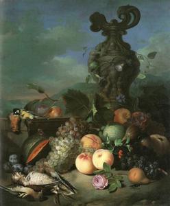 Stilleven met fruit, wild en een gebeeldhouwde vaas