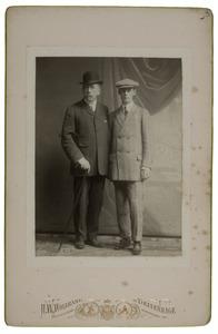 Portret van Robert baron van Zuylen van Nyevelt (1859-1911) en Jhr. Frederik Albert Govert Gevers (1890-1984)