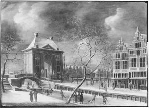 Gezicht op de Heiligewegspoort te Amsterdam in de winter