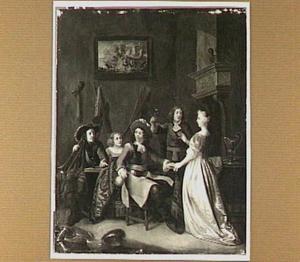 Drie soldaten en twee vrouwen in een interieur