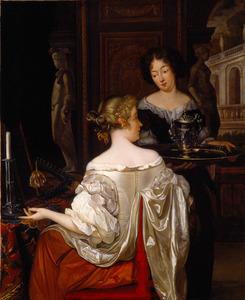 Jonge vrouw met dienstmeid in een interieur