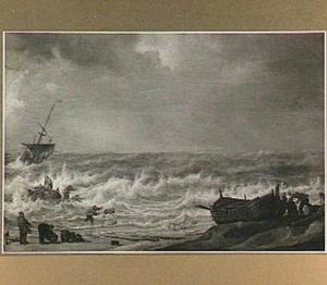 Strandegezicht met schip in nood en aangespoelde drenkeling