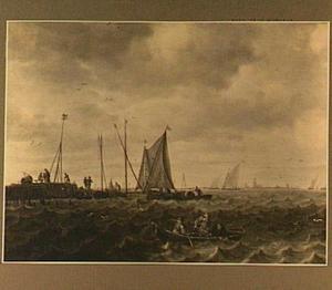 Zeilschepen bij een aanlegplaats; rechts op de voorgrond een roeibootje met vissers