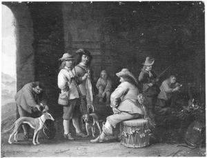 Wachtlokaal met soldaten en jagers die hun buit aanbieden