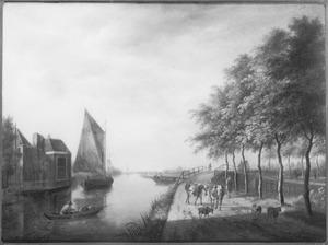 Lansdchap met een kanaal en een herder met vee op de weg
