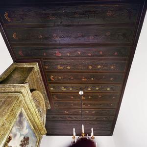 Plafond met bloemenranken